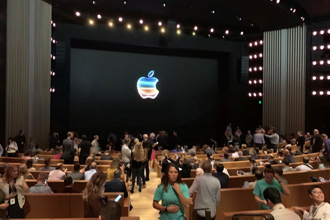 Apple special event 10 sept credit Paolo Pescatore twitter